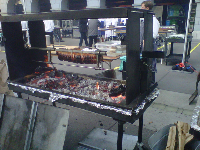 Whole Beast roasting at CUESA event_1